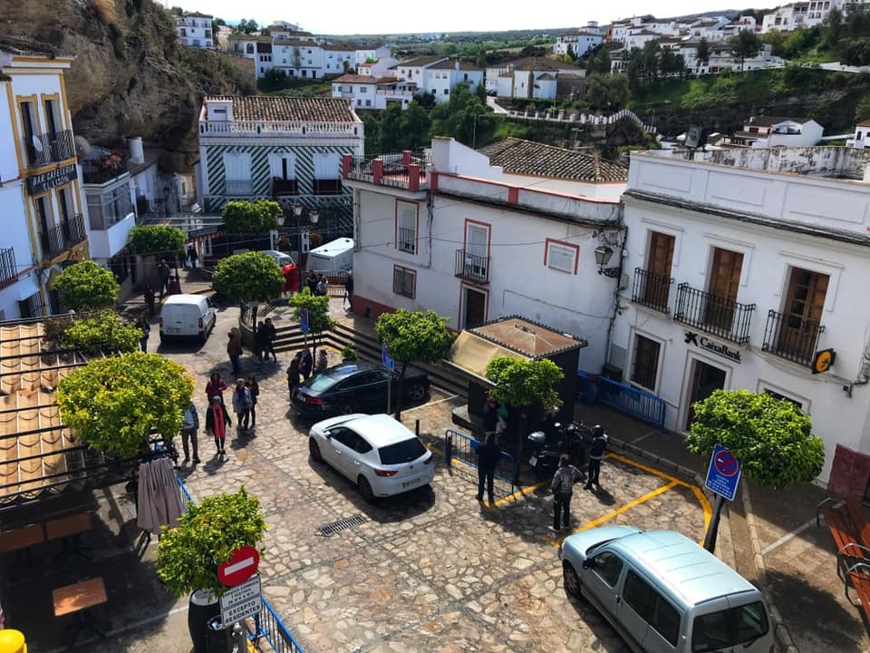 learning to drive in Spain - plaza in Setenil de las Bodegas