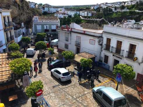 learning to drive in Spain - plaza in Setenil de las Bodegas